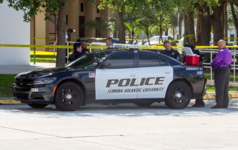 FAU police stand outside the Humanities and Technology building. Joe Pye | Editor in Chief