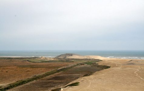 A view of Huaca Prieta, a prehistoric settlement that sits on Peru's Pacific Ocean coastline. Photo courtesy of Wikimedia Commons