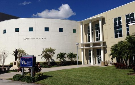 FAU's College of Business on the Boca Raton campus. Photo courtesy of Wikimedia Commons.