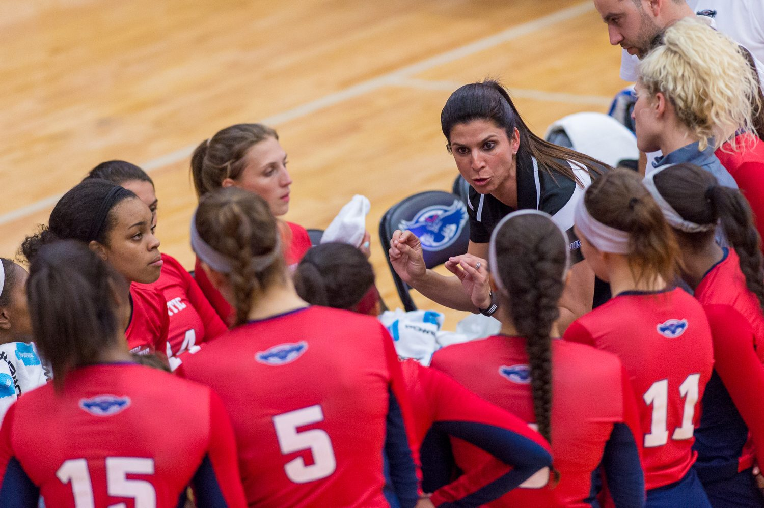 FAU+volleyball+head+coach+Fernanda+Nelson+talks+to+her+players+during+a+timeout.+Photo+by+Max+Jackson+