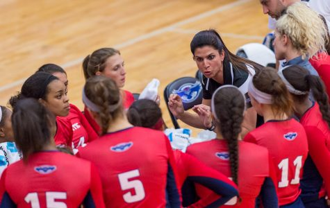 FAU volleyball head coach Fernanda Nelson talks to her players during a timeout. Photo by Max Jackson