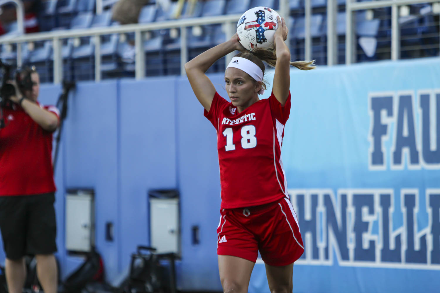 FAU+defender+Madison+Caldwell+%2818%29+tosses+the+ball+during+a+free+throw+in+Saturday%E2%80%99s+loss.++Alexander+Rodriguez+%7C+Photo+Editor