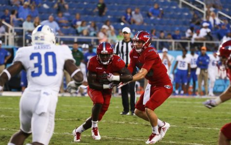 Football: Owls defeat Charlotte 31-12 to finish Conference USA play undefeated
