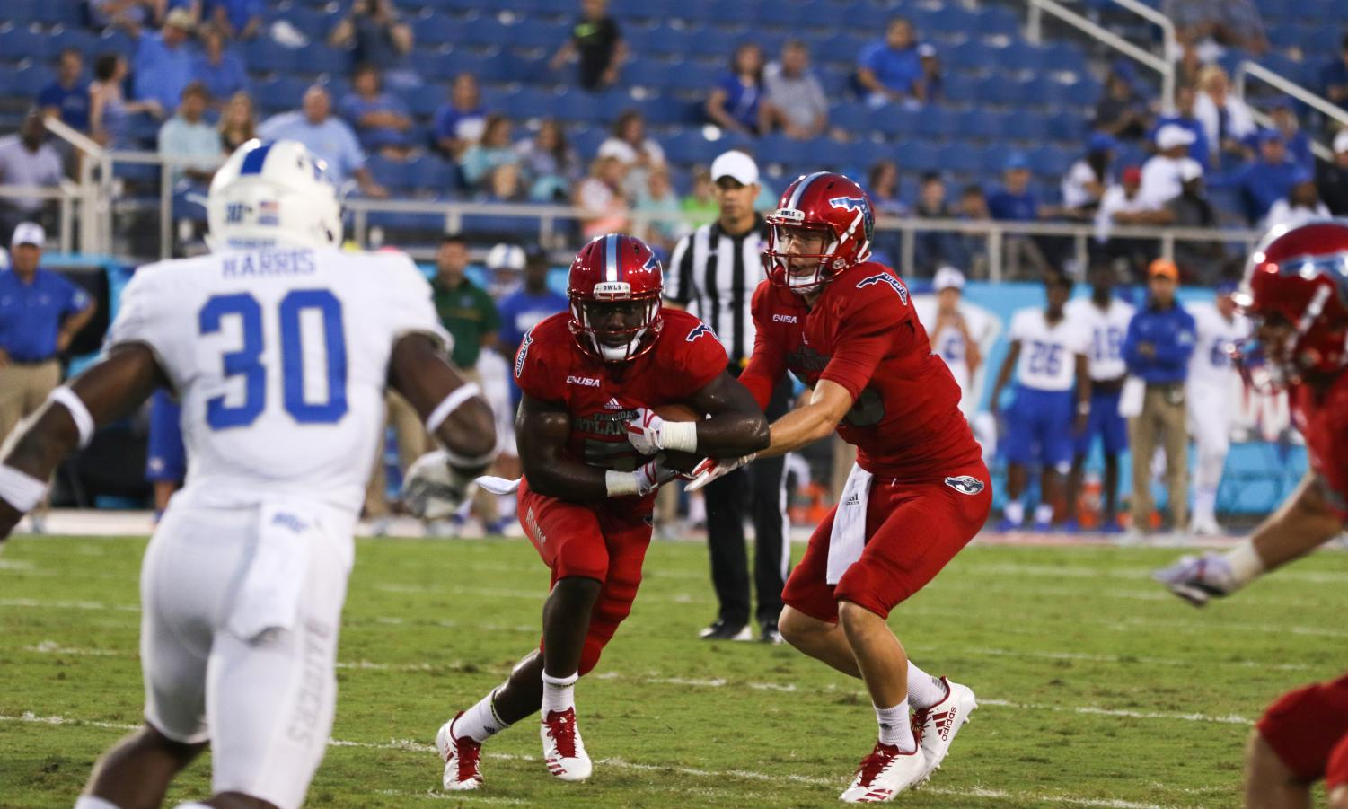 FAU redshirt junior quarterback Jason Driskel (16) passes the football off to sophomore running back Devin Singletary (5) during the Owls 39-20 win over Middle Tennessee State on Oct. 7. Joshua Giron | Contributing Photographer