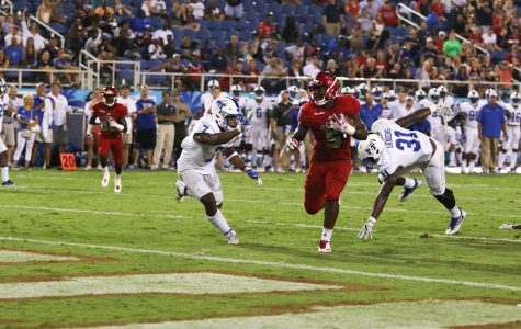 FAU sophomore running back Devin Singletary (5) heads toward the FAU endzone after breaking away from a defender during the Owls game versus MTSU on Sept. 30. Joshua Giron | Contributing Photographer