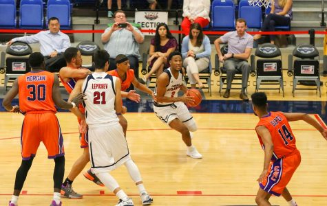 Men's basketball: Owls defeat Edward Waters 91-59 in home opener