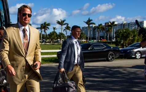 Football: Head coach Lane Kiffin signs new 10 year deal (Update)