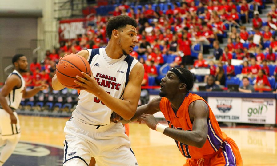 FAU+redshirt+senior+center+Ronald+Delph+%2833%29+looks+around+for+a+pass+while+being+guarded+by+a+Edward+Waters+player+during+the+Owls+Nov.+16+game+versus+the+Tigers.+Joshua+Giron+%7C+Staff+Photographer