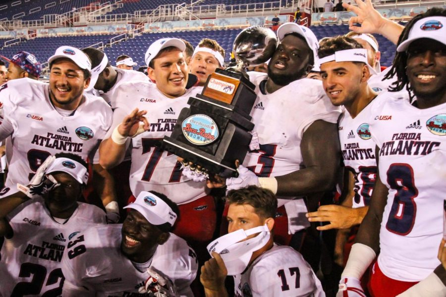 Members+of+the+FAU+Football+team+poses+with+the+Cheribundi+Boca+Raton+Bowl+trophy+after+it+was+handed+to+them+by+their+head+coach+Lane+Kiffin.++Alexander+Rodriguez+%7C+Senior+Photographer