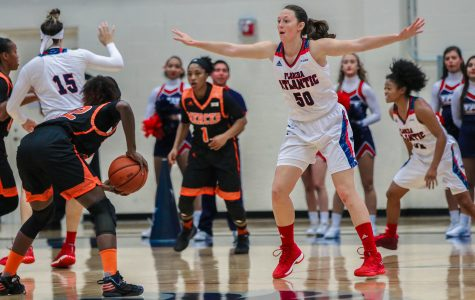 FAU senior forward Melinda Myers (50) defends against Mercer senior forward Alex Williams (22) on Nov. 12, 2017. Lauren Sopourn | Contributing Photographer
