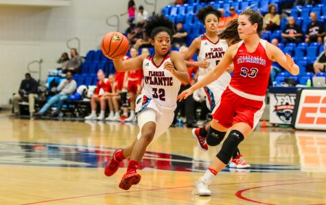 FAU senior guard Malia Kency (32) dribbles around Saint Francis sophomore guard Jade Johnson (23). FAU went on to win 80-60 against Saint Francis during their Thanksgiving Tourney. Lauren Sopourn | Contributing Photographer