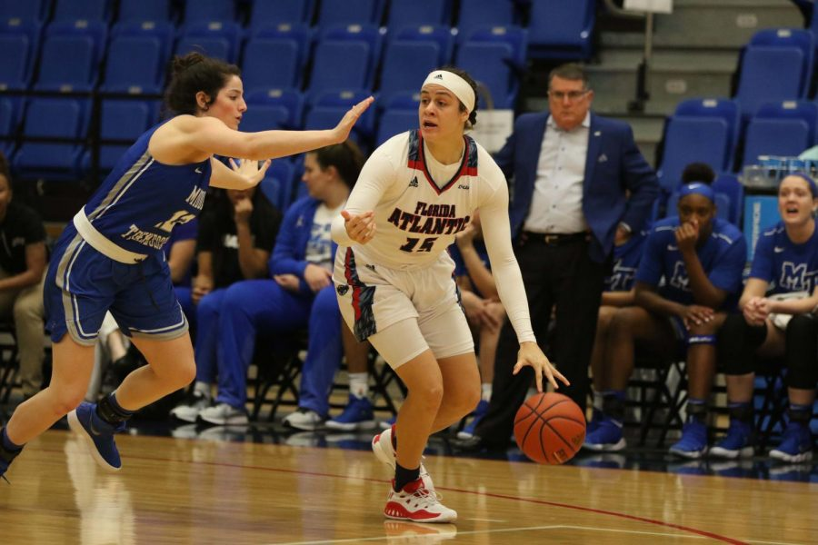 Senior+guard+Sasha+Cedeno+%2815%29+looked+for+a+pass+in+her+team%27s+game+versus+Middle+Tennessee+on+Feb.+8.+Joshua+Giron+%7C+Photo+Editor