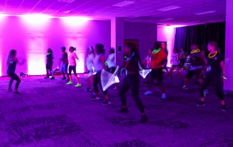 Program Board holds first glow-in-the-dark Zumba class