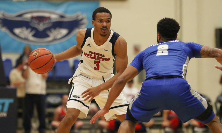 FAU+junior+guard+Anthony+Adger+%283%29+faces+up+with+Middle+Tennessee%E2%80%99s+junior+guard+Antwain+Johnson+%282%29+during+the+Owls+Jan.+6+game+versus+Middle+Tennessee.+Joshua+Giron+%7C+Photo+Editor