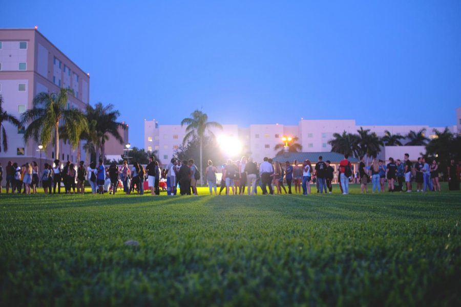 Students+lined+up+for+food+trucks+during+the+Glowfest+party.+Violet+Castano+%7C+Photo+Editor