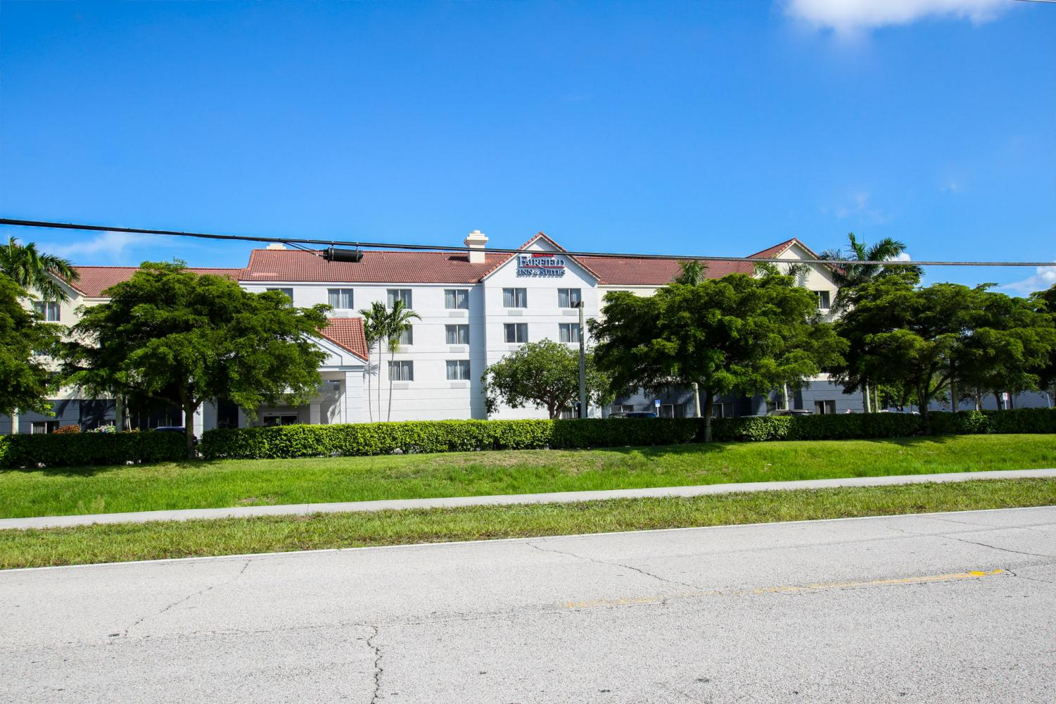The Fairfield Inn & Suites, located near FAU and Cinemark Palace 20 movie theater, will be the temporary housing for students who were told on campus housing was overbooked. Photo by Alexander Rodriguez