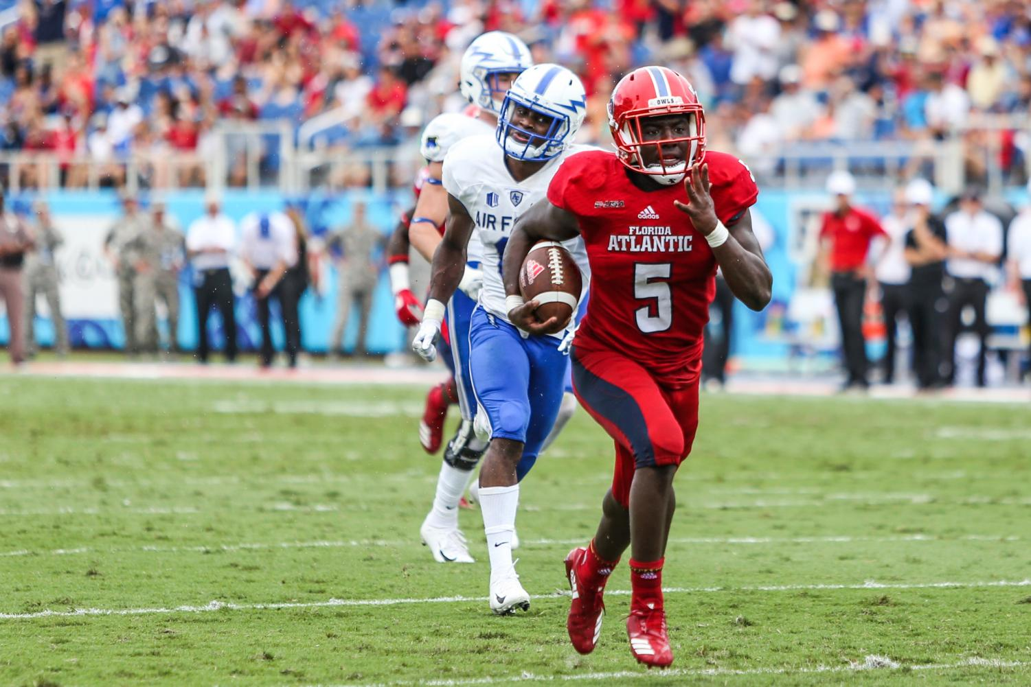 FAU junior running back Devin Singletary (5) runs down field with two defense Air Force players attempting to catch up to score a touchdown for FAU football. Photo by: Alexander Rodriguez