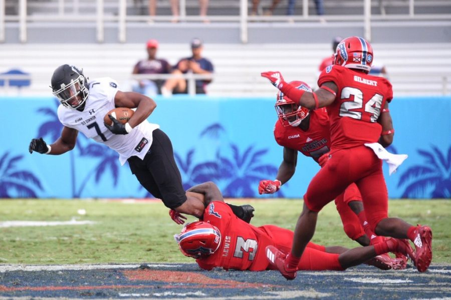 FAU+senior+cornerback+Shelton+Lewis+%283%29+attempts+to+tackle+and+bring+down+an+Old+Dominion+offensive+player.+Photo+by%3A+Pierce+Herrmann+%0A