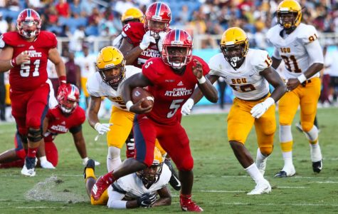 FAU junior running back Devin Singletary (5) outruns a defensive Bethune-Cookman player before scoring a touchdown for FAU. Photo by: Alexander Rodriguez