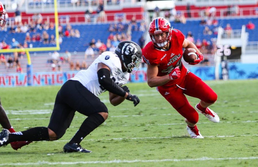 FAU+junior+tight+end+Harrison+Bryant+%2840%29+attempts+to+run+down+field+to+score+a+touchdown+against+Old+Dominion.+Photo+by+Alexander+Rodriguez
