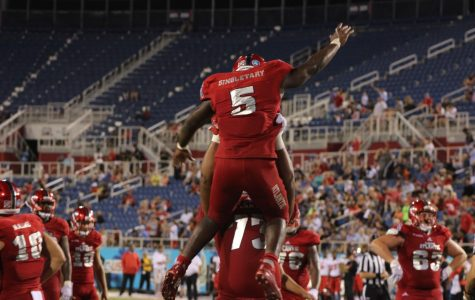 FAU leans on running game in 34-15 win over Western Kentucky