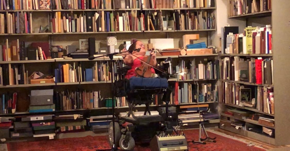 NPR 2016 Tiny Desk Contest winner Gaelynn Lea performed at FAU last week. Photo by Ariana Anderson
