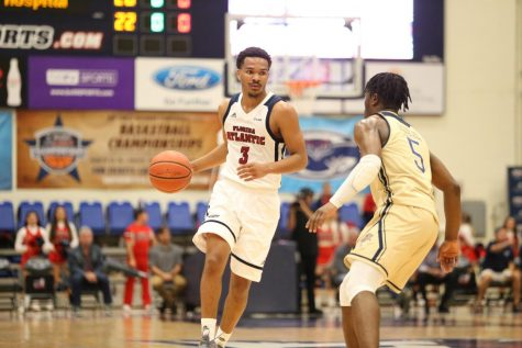 Men's Basketball: FAU holds on late with balanced scoring to beat Charlotte