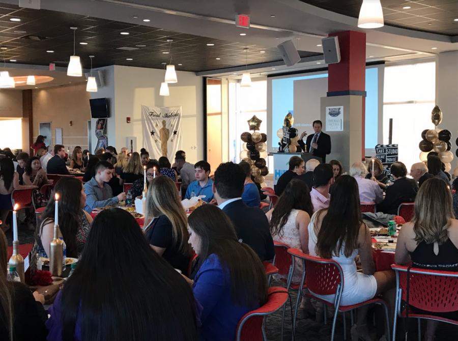 Hillel hosts final Shabbat dinner of the semester