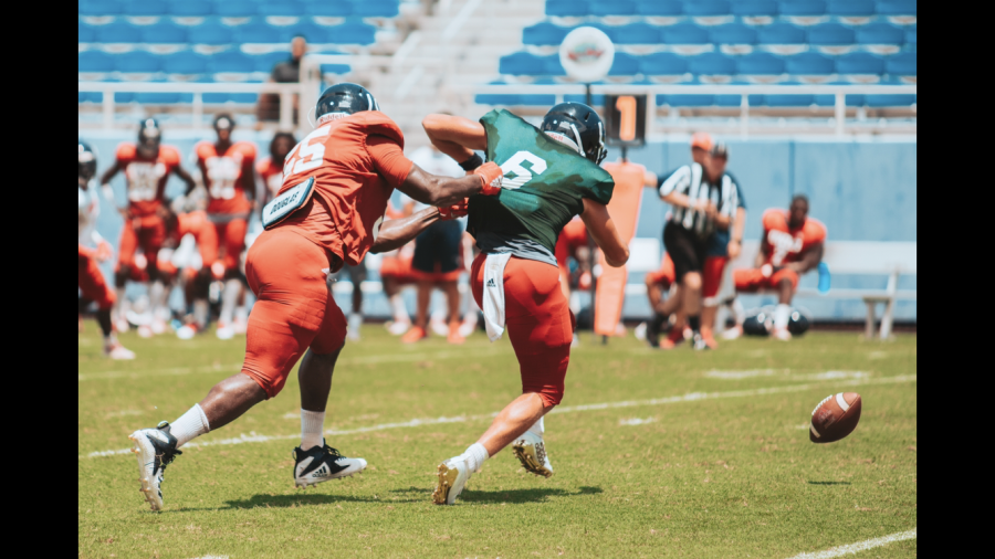 Defensive+end+Damian+Horton+is+just+one+of+many+defensive+lineman+on+the+FAU+roster.+Photo+by%3A+Alex+Liscio