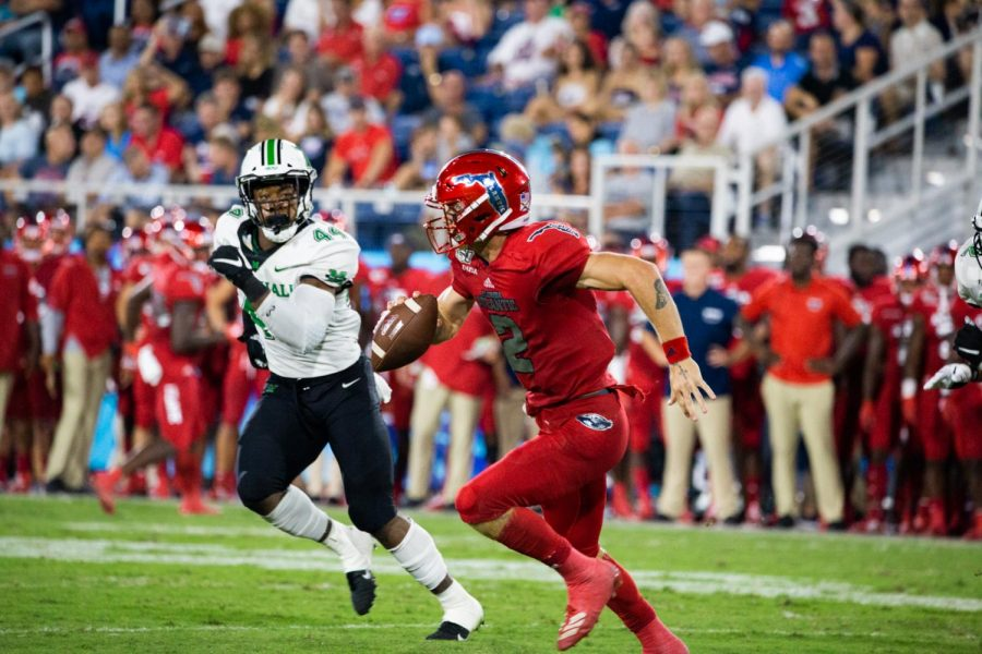 Quarterback+Chris+Robison+completed+21+of+39+passes+for+362+yards+with+no+touchdowns+and+one+interception+in+the+loss+against+Marshall.+Photo+by%3A+Alex+Liscio.
