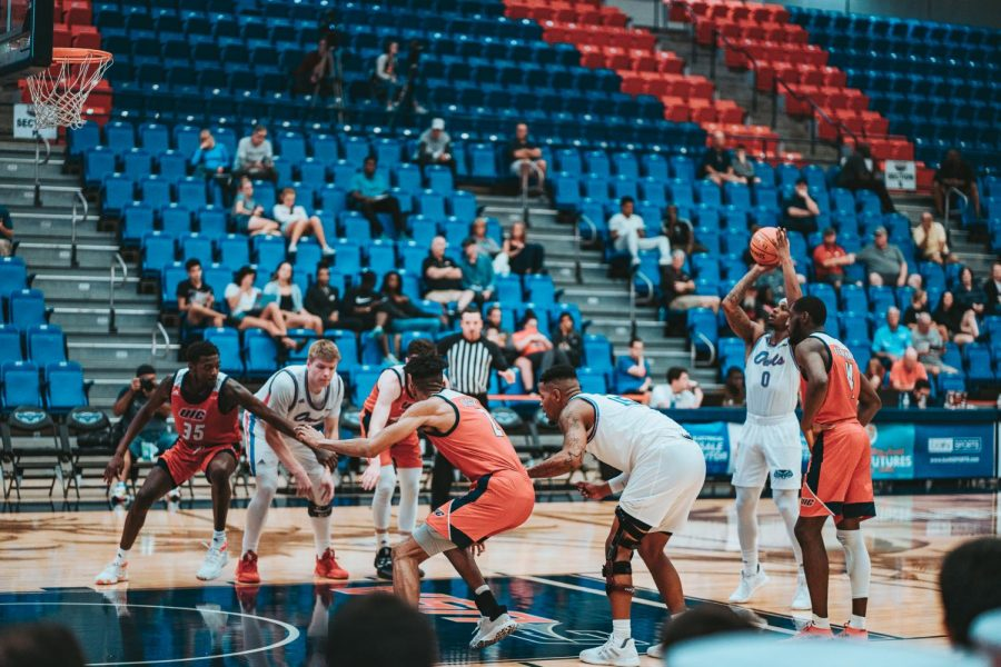 FAU+as+a+whole+shot+68.2%25+from+the+free+throw+line+Sunday+night+against+the+UIC+Flames.+Photo+by%3A+Alex+Liscio.+
