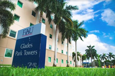 Glades Park Towers. Photo by Alex Liscio