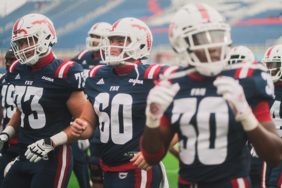 The+FAU+Football+team+gears+up+for+their+Oct.+3+game+against+Charlotte.+Photo+by+Alex+Liscio.