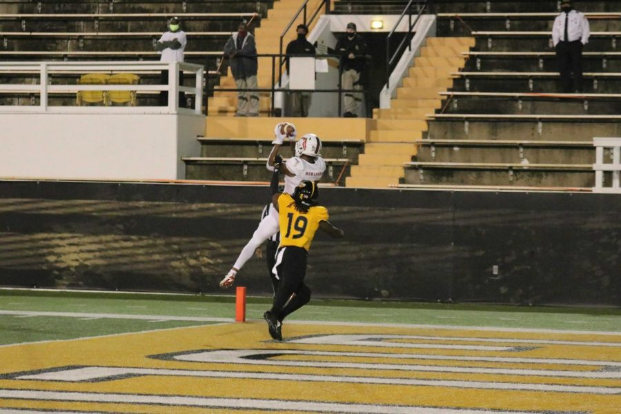 Brandon Robinson catches a touchdown pass in FAU's loss to Southern Mississippi. Photo courtesy of FAU Athletics.