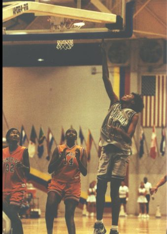 Yolanda Griffith (pictured #10) played for FAU from 1992 to 1993, as she would later be inducted into the university