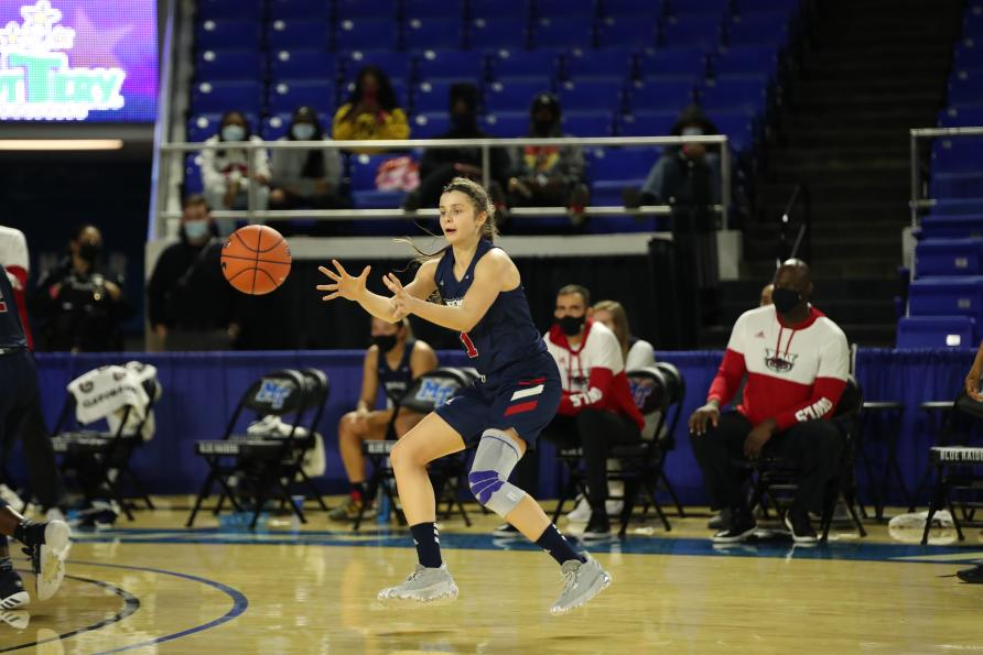Rita Pleskevich scored 18 points in Saturday's game against Middle Tennessee. Photo courtesy of FAU Athletics.