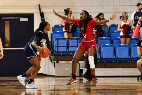 Amber Gaston (pictured red, #32) had 16 points in the loss to Old Dominion. Photo courtesy of FAU Athletics.