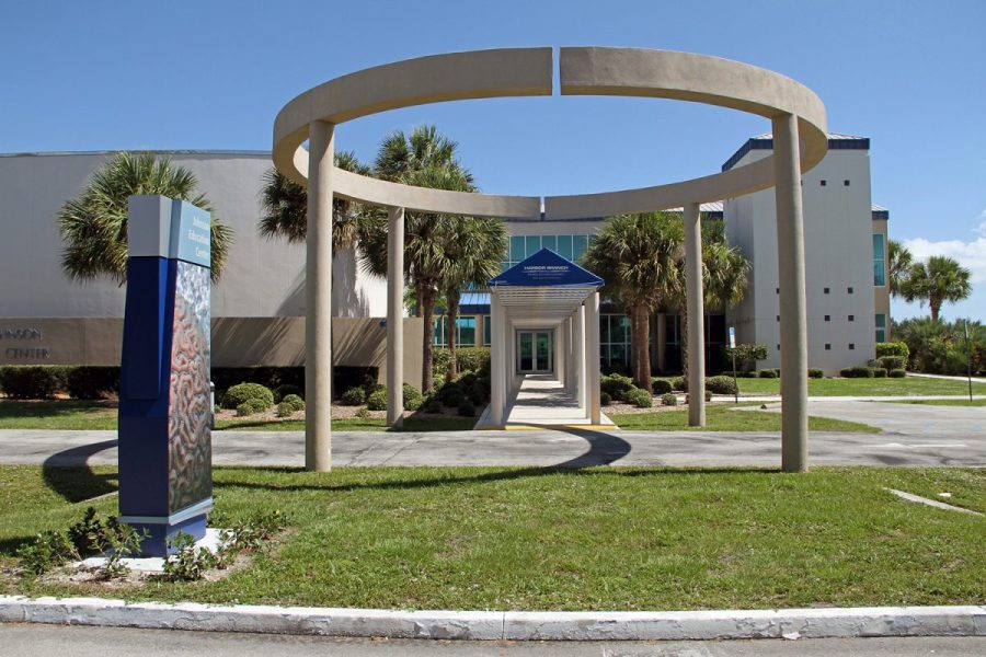 Picture of the entrance to Harbor Branch Oceanographic Institute. Courtesy of Carin Smith.