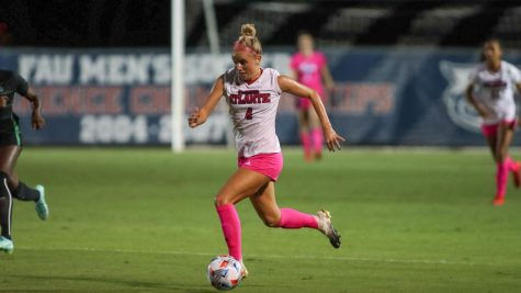 Hailey Landrus (pictured #4) provided the assist in FAUs victory at Western Kentucky on Oct. 22, 2021.