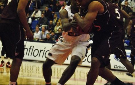 Men's Basketball: FAU defeats ULM 58-30
